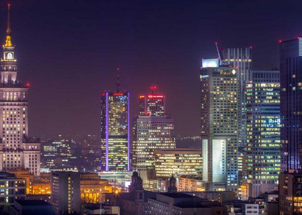 Pałac kultury nocą - zdjęcie z zrobione w locie