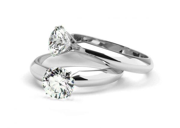 Fotografia pierścionków z diamentem