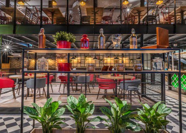 Fotografia restauracji w centrum handlowym